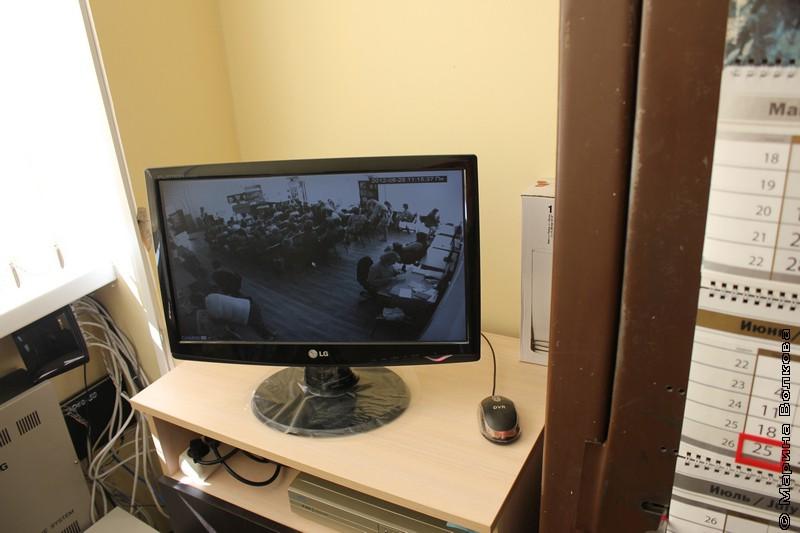 Вся библиотека - на экране в кабинете директора