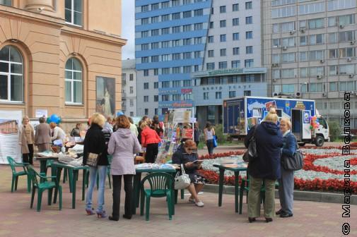Площадка перед ЧОУНБ 1 сентября
