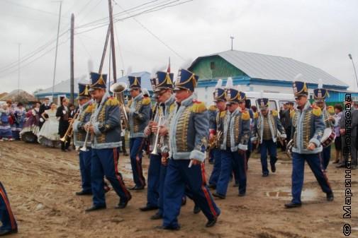 Парад по хлябям парижским открыл Губернаторский духовой оркестр
