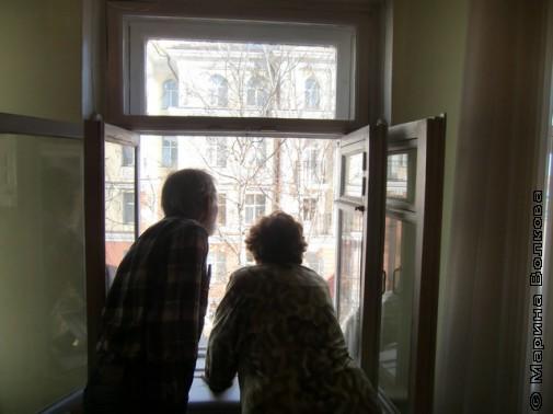 Капитоновы у окна