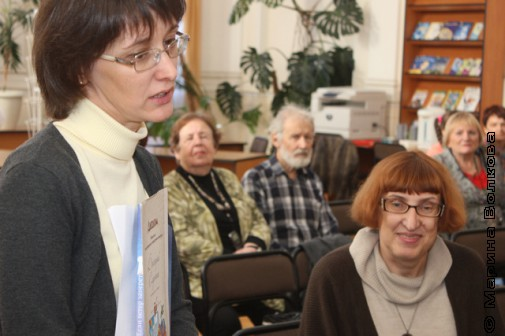 Ольга Колпакова и Марина Волкова общаются по скайпу с Дмитрием Сиротиным. На заднем плане - Капитоновы