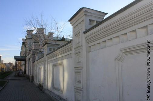 Забор с солнечными бликами
