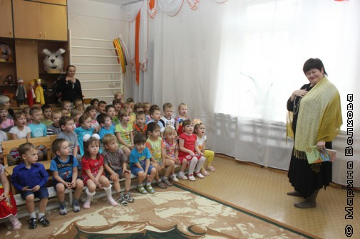 Елена Сыч на Читательском марафоне в детском саду Кусы