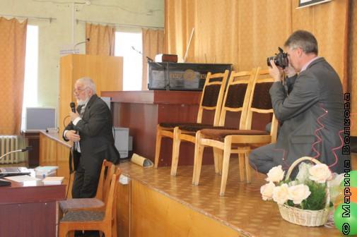 Владимир Лушников фотографирует Владлена Феркеля