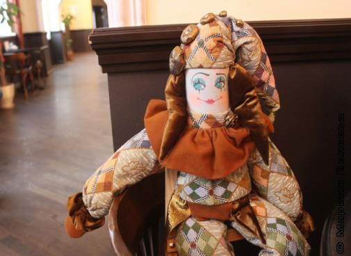 В кукольной гостиной
