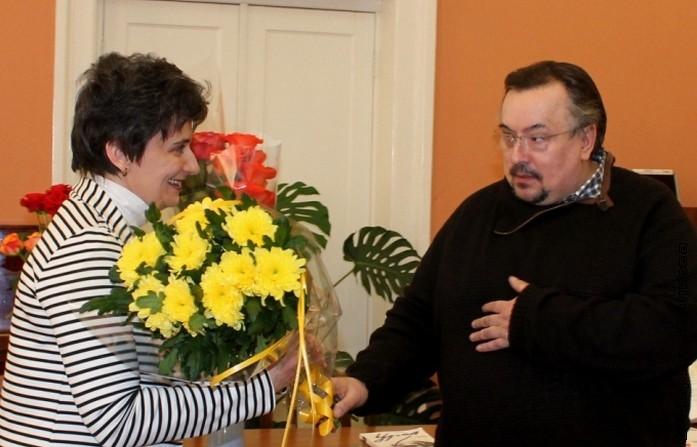 Вячеслав Шмыров поздравляет Ирину Аргутину