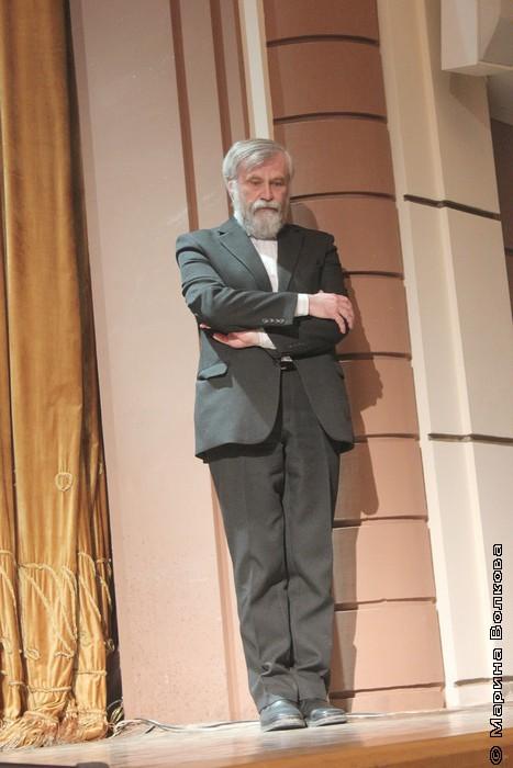 Алексей Мосин ждет, пока его представят