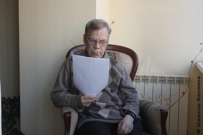 Переводчик и поэт Юрий Брызгалов записывается в клипе для Великобритании