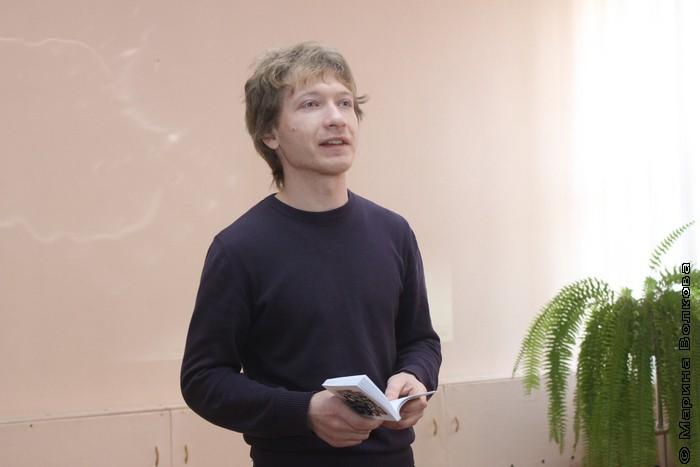 Александр Букасев читает стихи