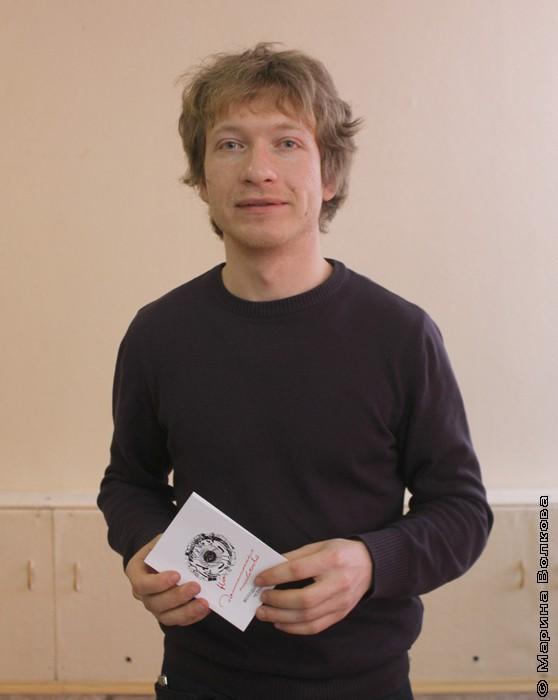 """Александр Букасев с книгой """"На достаточных основаниях"""""""