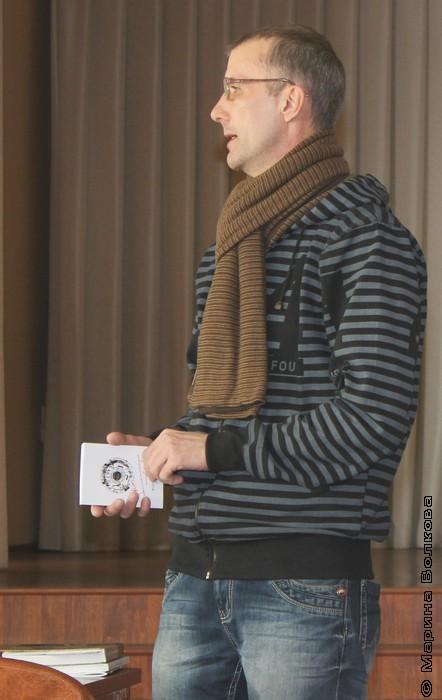 Янис Грантс читает лекцию о современной уральской поэзии