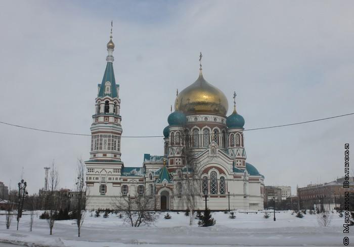 Храм на центральной площади Омска