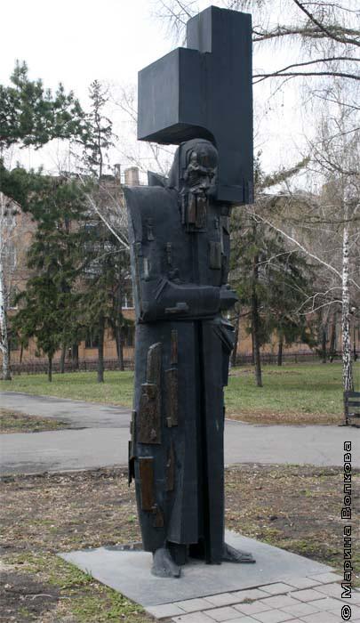 Памятник Ф.М.Достоевскому в Омске