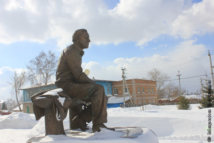 Памятник Михаилу Ульянову в Таре