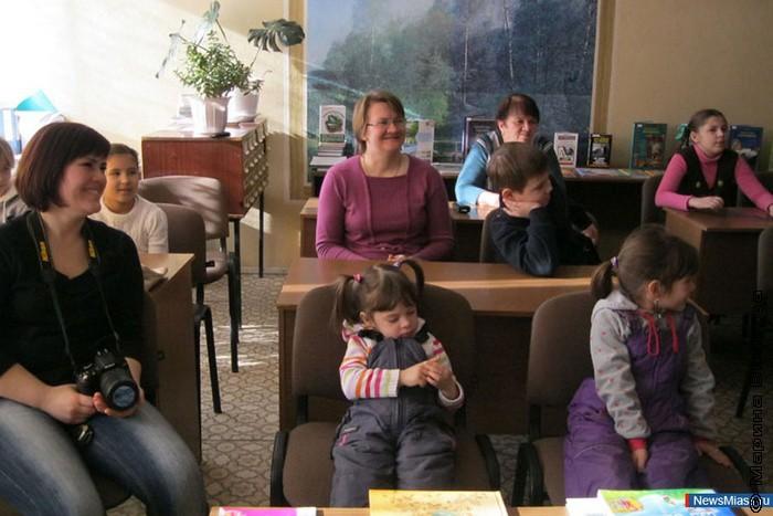 Семья Ветлиных, Юлия слева