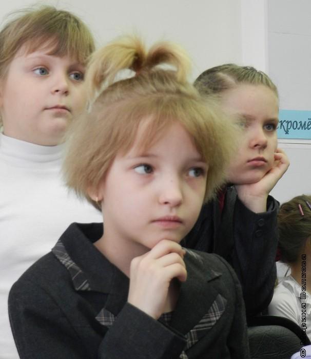Марина Волкова с книгой Николая Шилова