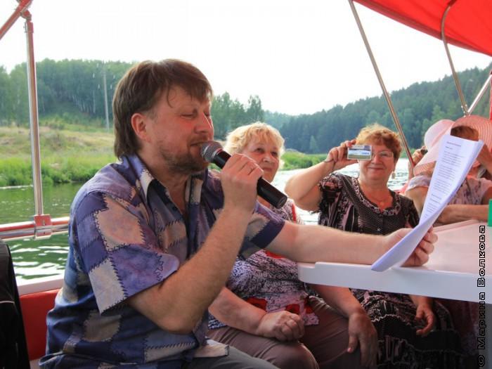 Сергей Симонов читает стихи о Каменске-Уральском