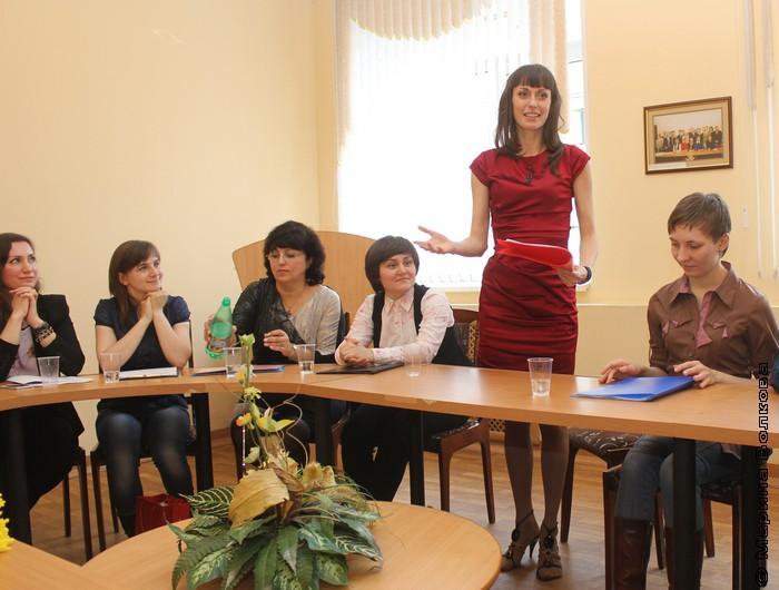 Юлия Бадакова с концептом литературного кафе