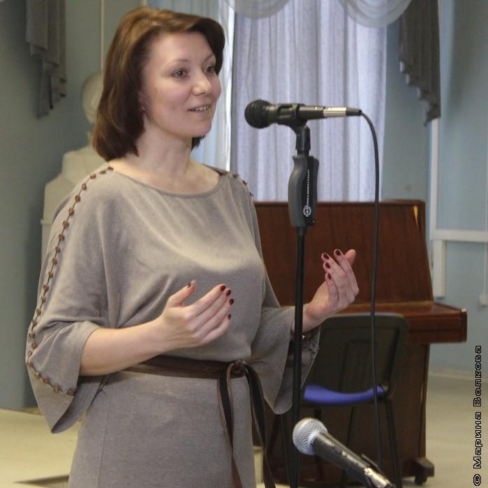 Директор библиотеки  Опарина Ольга Дмитриевна приветствует челябинских поэтов