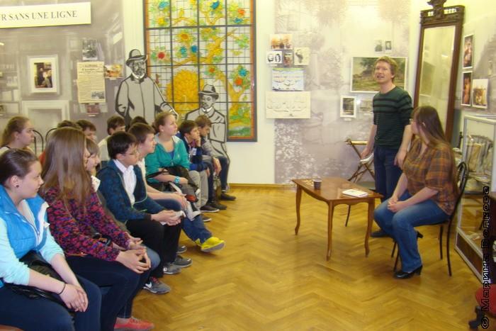 восьмиклассники лицея № 135 г. Екатеринбурга с Риммой и Александром