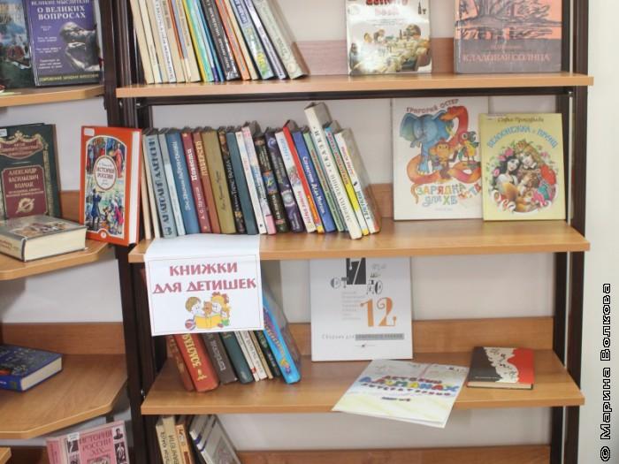 Вот как наши книги вписались в библиотеку детского сада