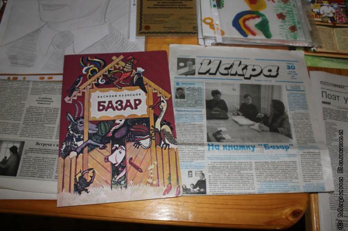 Подарок новобатуриских школьников и районная газета со статьей об их инициативе