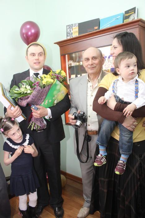 Владимир Малиновский с отцом, женой и детьми