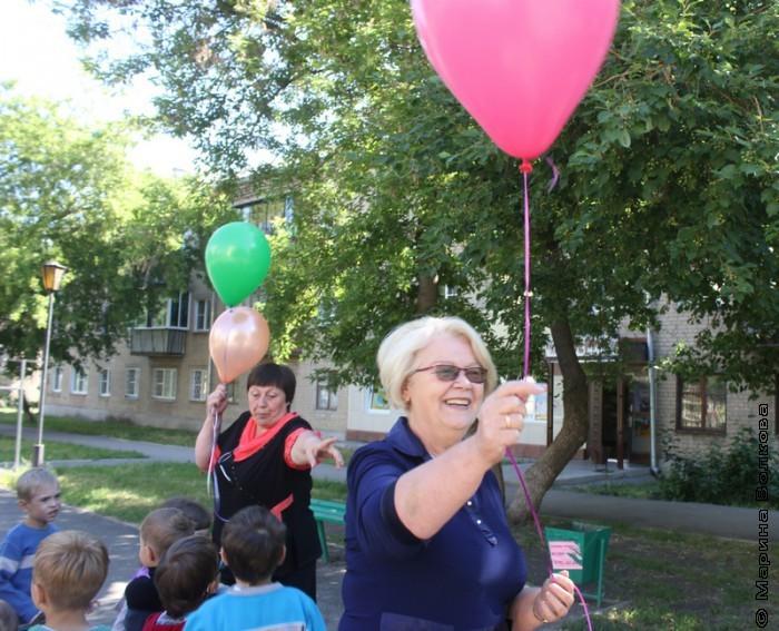 Наталья Шмидт получила шарик для Василия Кузнецова