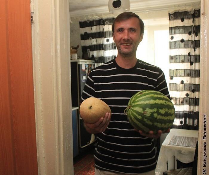 Янис Грантс с арбузом и дыней