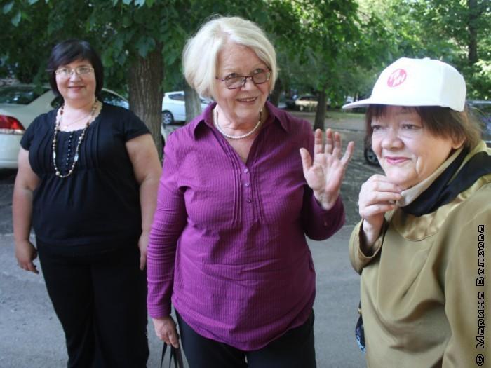 Г.А.Бубнова, Н.С.Шмидт, Р.А.Дышаленкова после мероприятия в библиотеке № 4