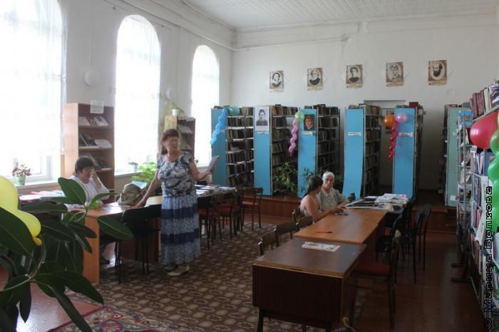 Фания Гатиятовна в читальном зале перед встречей с Еленой Сыч