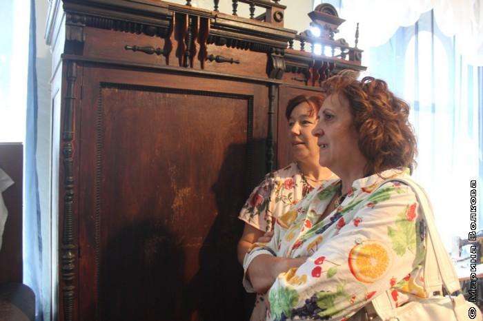 Валентина Ефанова и Людмила Богдановская перед сущностным зеркалом