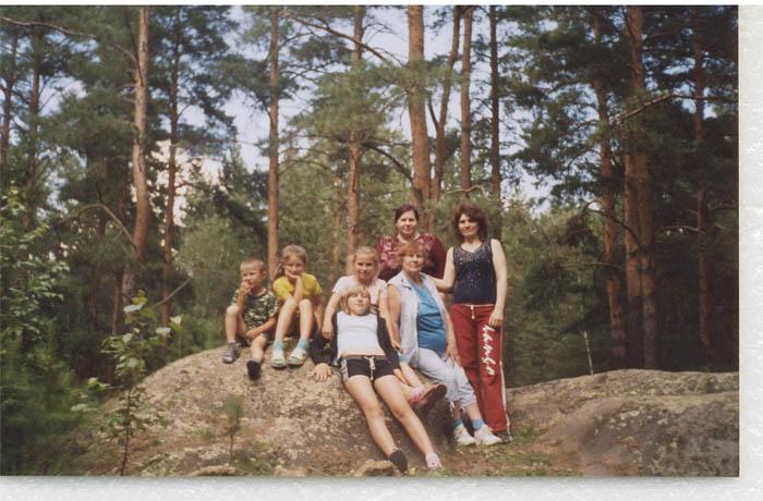 С дочками и внуками в Вандышевском бору