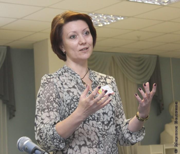 Елена Гармс приветствует участников Неконфы