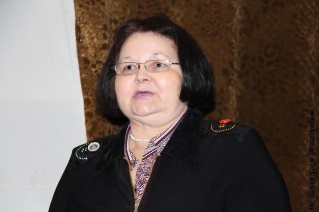 Л.Ф. Томилова - заведующая читальным залом ДБ 13