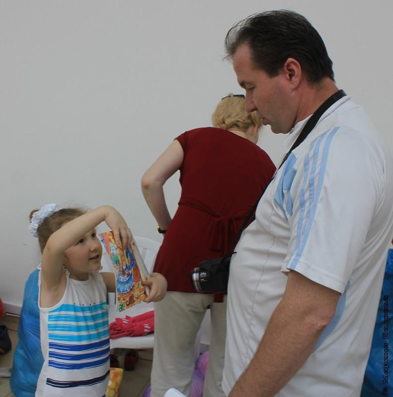 1 июня 2013, с книжками Кристины Стрельниковой