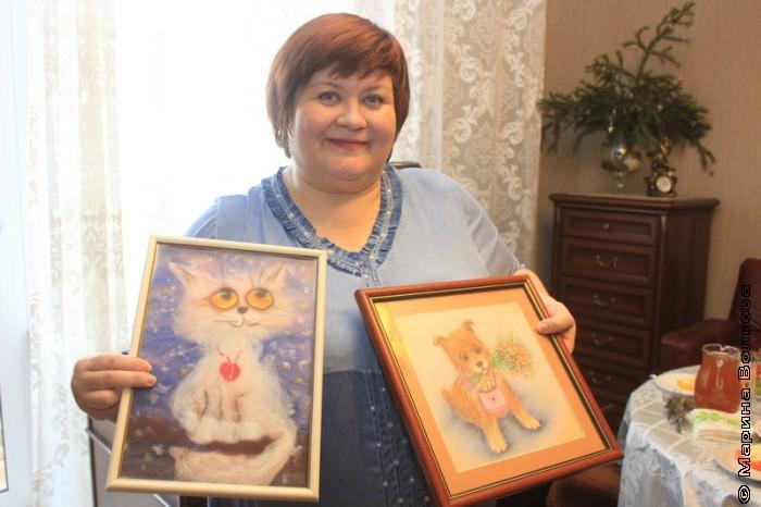 Елена Сыч со своими работами
