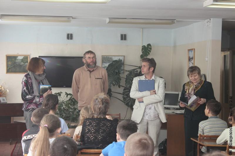 Сергей Поляков выступает на Читательском марафоне в Верхнем Уфалее