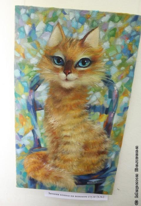 Зимняя кошка на венском стуле