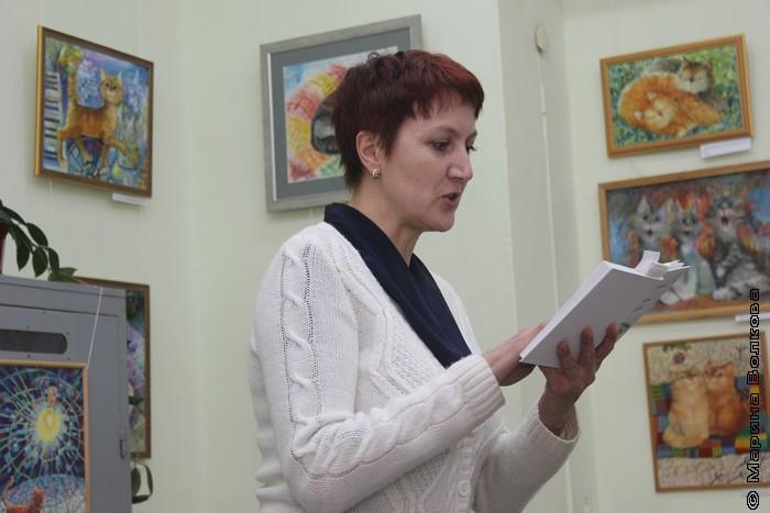 Елена Новикова читает стихи Михаила Придворова