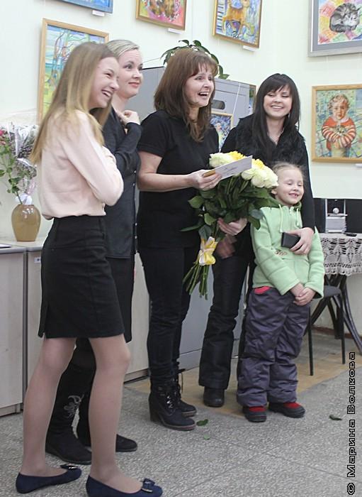 Ирина Мехоношина с дочками и внучками