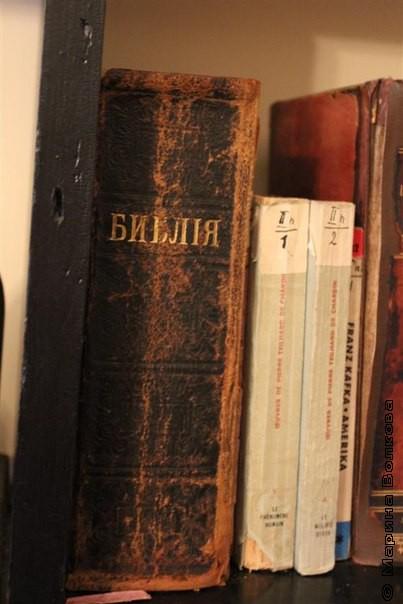 Книжный шкаф в кабинете Пастернака
