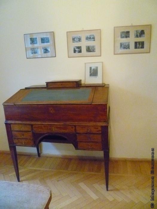 Бюро в кабинете Пастернака