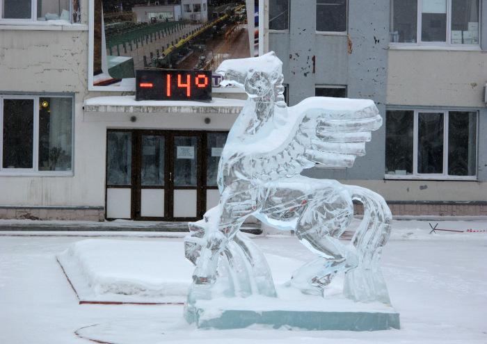 Ледяная лошадь года