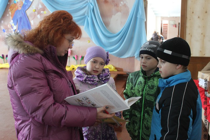 Марина Юрина и дети Еманжелинки