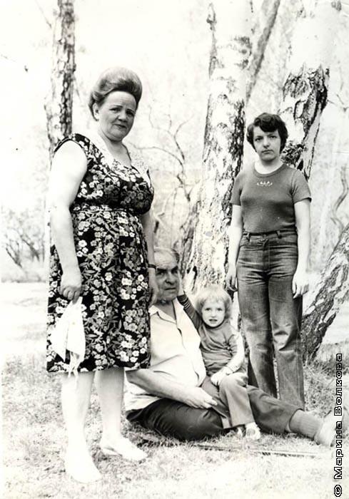 Прадедушка и прабабушка Сережи – Александр Ефремович и Лива Ивановна Шукаленко вместе с детьми