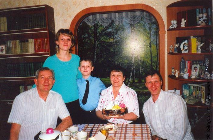 Елена Милевская со свои мужем Сергеем, сыном Ваней и родителями