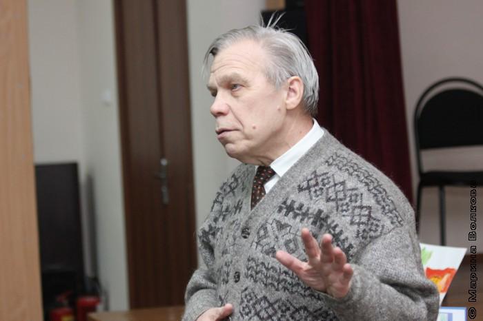 Юрий Брызгалов на читательском марафоне в Копейске