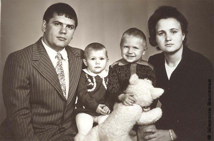 Семья Владимира Васильевича Рубан (рядом с папой маленькая Елена)