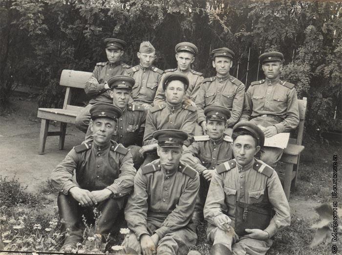 Василий Иванович Рубан (в третьем ряду справа крайний)